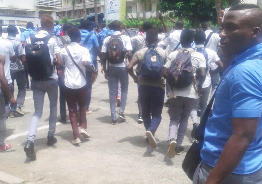 La manifestation étudiante dans une université sur Abidjan ( Côte d'Ivoire). Etudiant en grève de la FESCI .