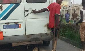 Gbaka et unijambiste