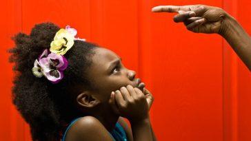 Enfant ivoirien grondé
