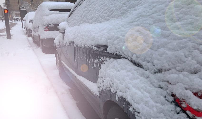 Voiture arrêt cause neige