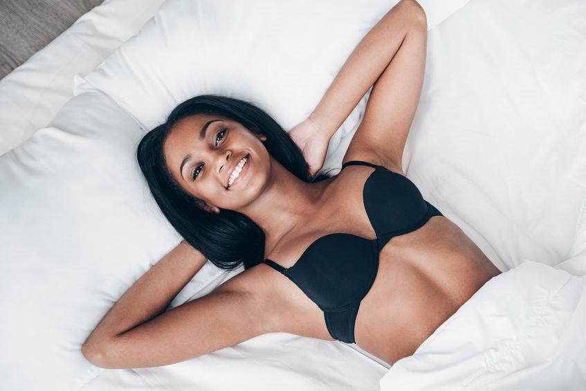 Pourquoi les femmes doivent dormir nue ?