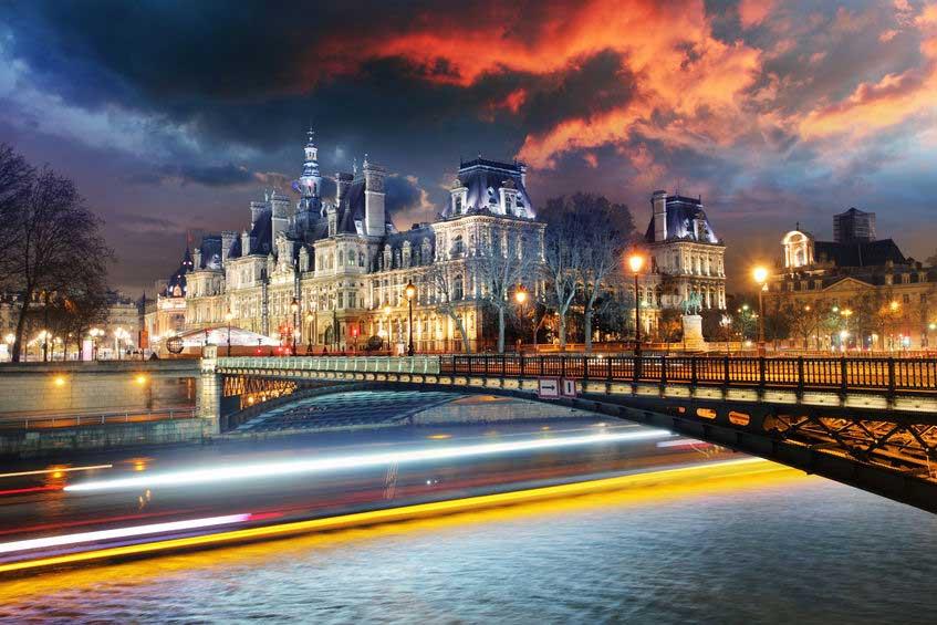 Vue féerique Paris hôtel de ville